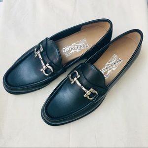 *NEW* Salvatore Ferragamo Oxford loafer in size 5